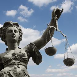 Die Justitia gilt als Personifikation der Gerechtigkeit.